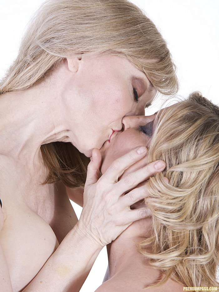 Nina Hartley Kissing